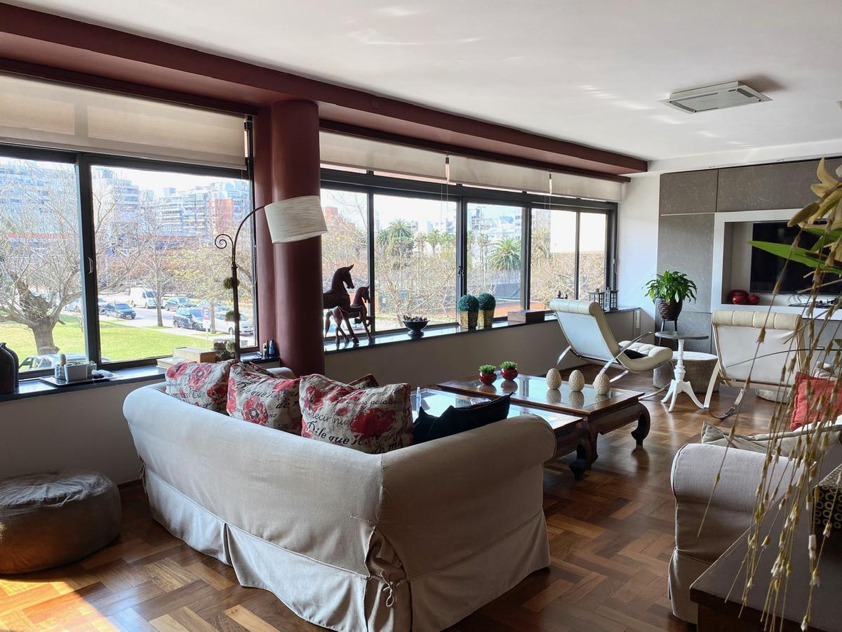 Foto Apartamento en Venta en  Punta Carretas ,  Montevideo  Leyenda Patria