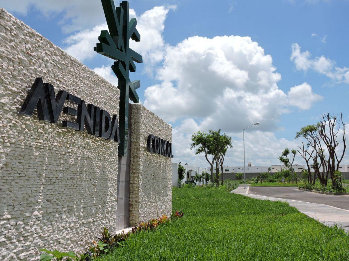 Foto Terreno en Venta en  Conkal ,  Yucatán  Terreno en venta en privada Avenida Conkal