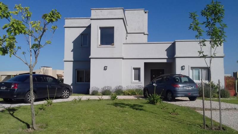 Foto Casa en Alquiler temporario en  El Canton,  Countries/B.Cerrado (Escobar)  Barrio Norte al 600