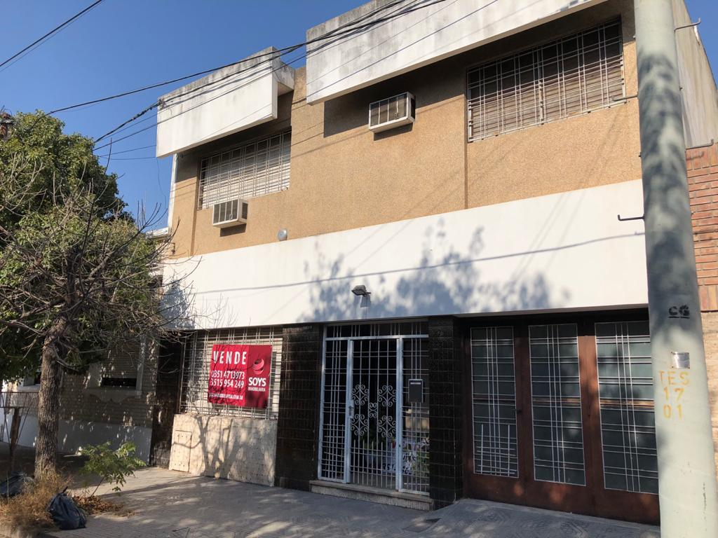 Foto Casa en Venta en  Juniors,  Cordoba  Casa Alejandro Carbo 1428