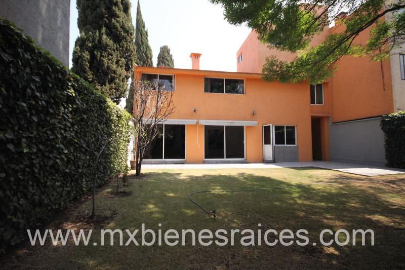 Foto Casa en Venta en  Lomas de las Palmas,  Huixquilucan  Hermosa Casa en  privada.