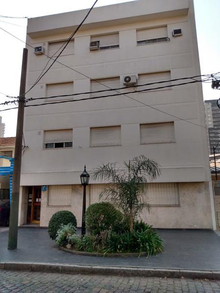 Foto Departamento en Venta en  Lomas de Zamora Oeste,  Lomas De Zamora  Sixto Fernandez al 481 PB C