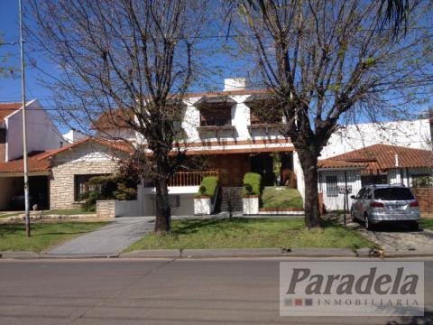 Foto Casa en Venta en  Castelar,  Moron  Sarmiento 2400