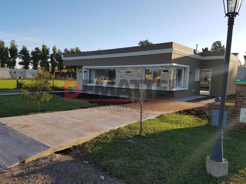 Foto Casa en Venta en  La Cesarina,  General Rodriguez  la Cesarina Hermosa casa racionalista