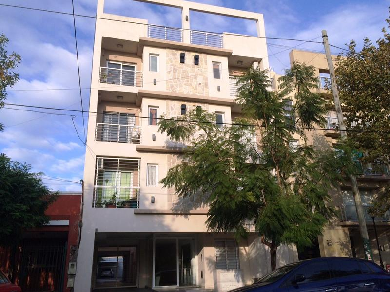 Foto Departamento en Alquiler en  Lomas de Zamora Oeste,  Lomas De Zamora  ALVEAR 365 2PISO D