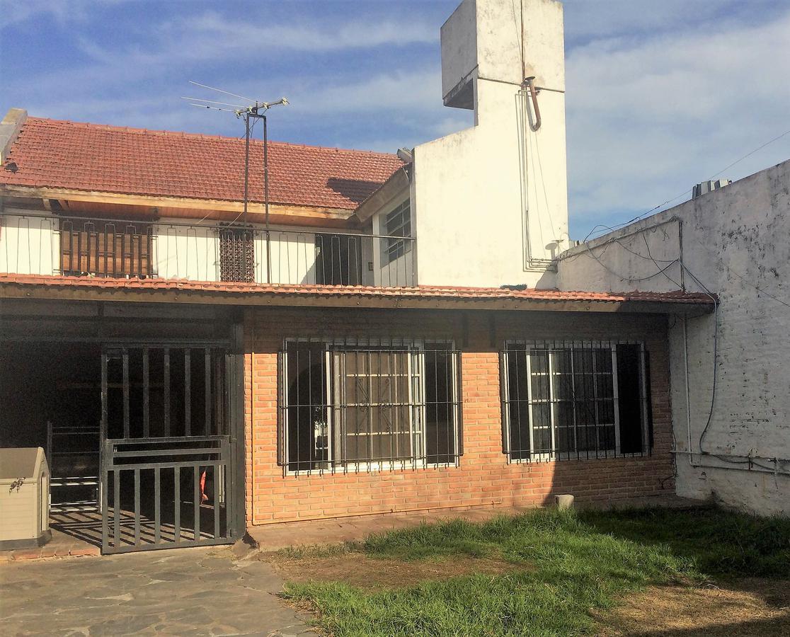 Foto Casa en Venta en  Ciudadela,  Tres De Febrero  Brandsen al 4700