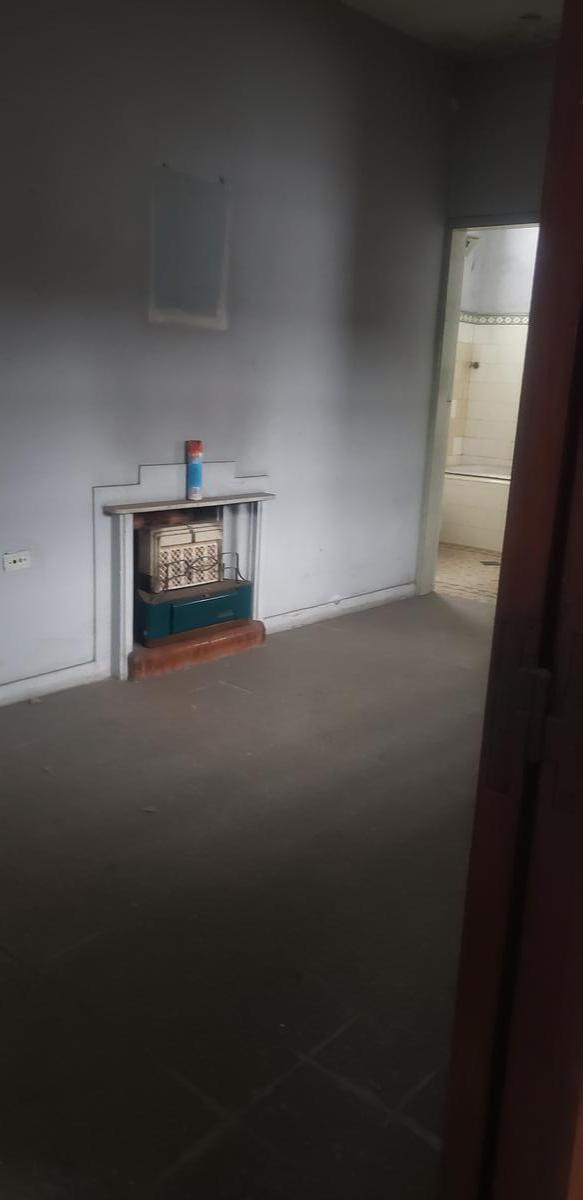 Foto PH en Venta en  Lanús,  Lanús  CASTRO BARROS 49
