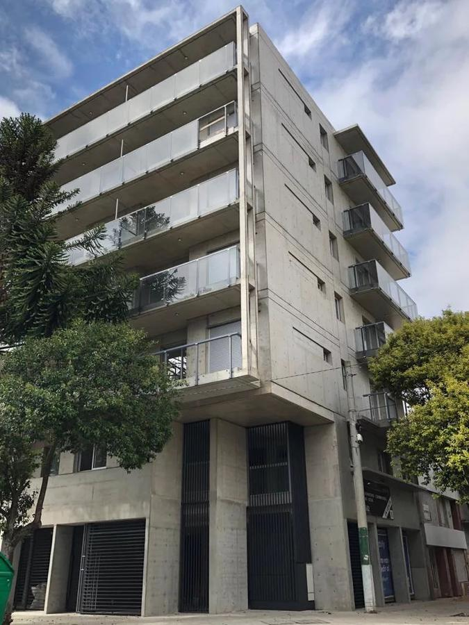 Foto Local en Venta en  Centro,  Rosario  Primero de Mayo al 2100