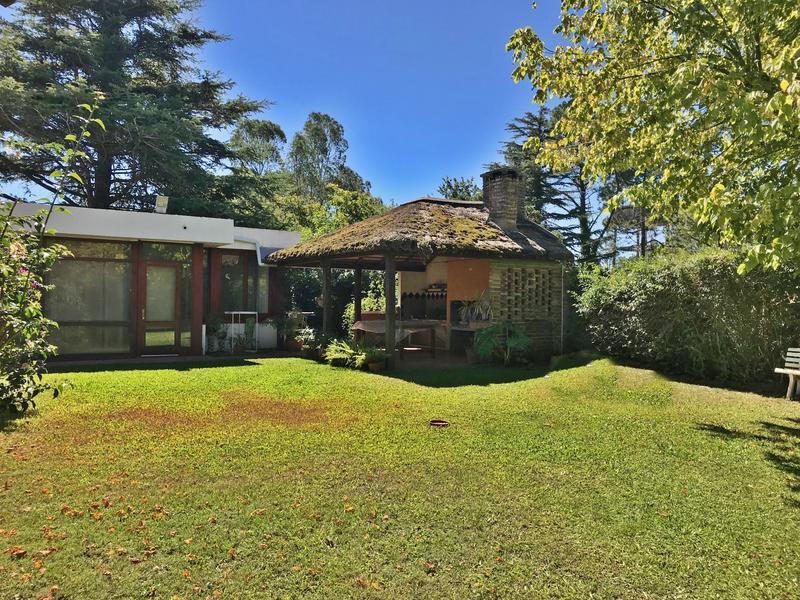 Foto Casa en Venta en  El Pinar ,  Canelones  Casa jardín garaje, grandes ambientes