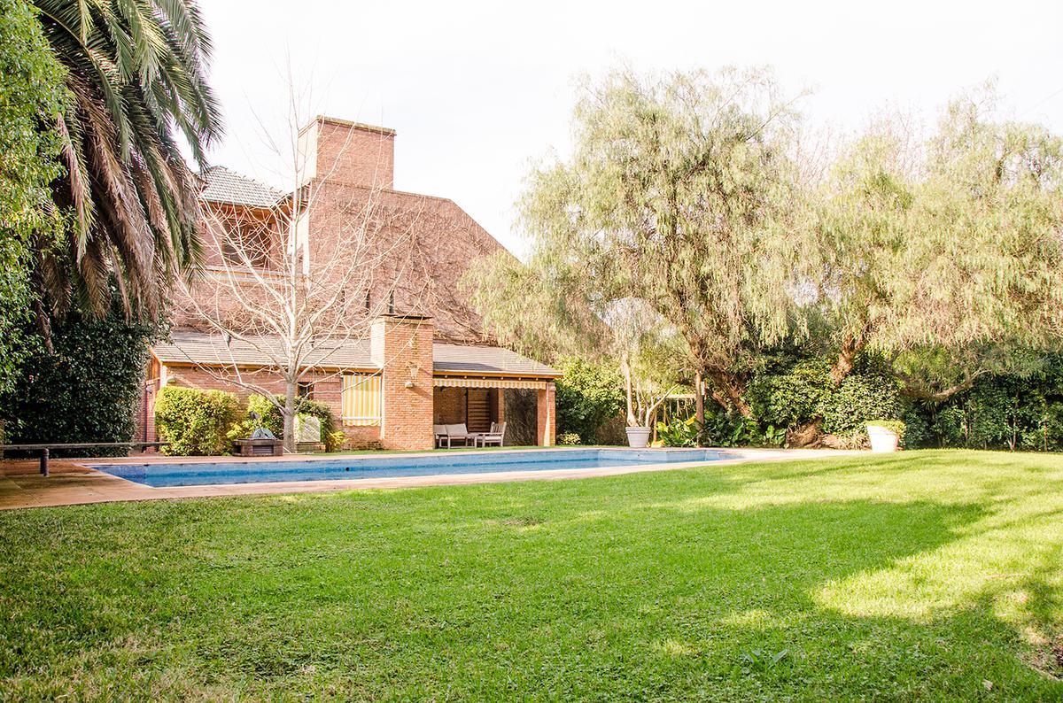 Foto Casa en Venta en  Mart.-Vias/Libert.,  Martinez  Las Heras al 1700