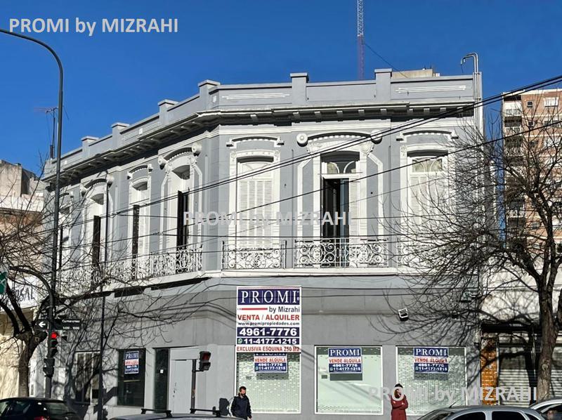 Foto Oficina en Alquiler en  Paternal ,  Capital Federal   Av. San Martín al 2401  esq. Camarones