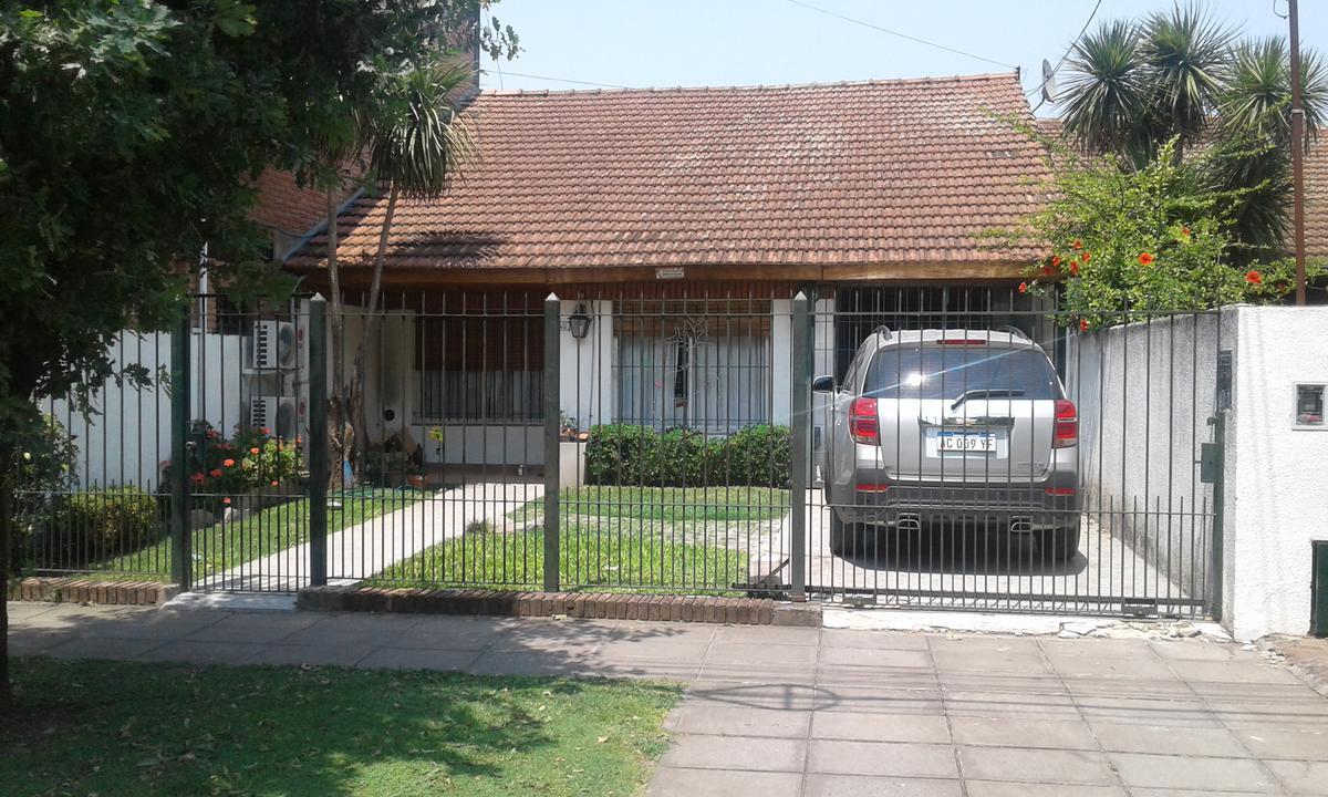 Foto Casa en Venta en  Ituzaingó ,  G.B.A. Zona Oeste  ORIBE al 700