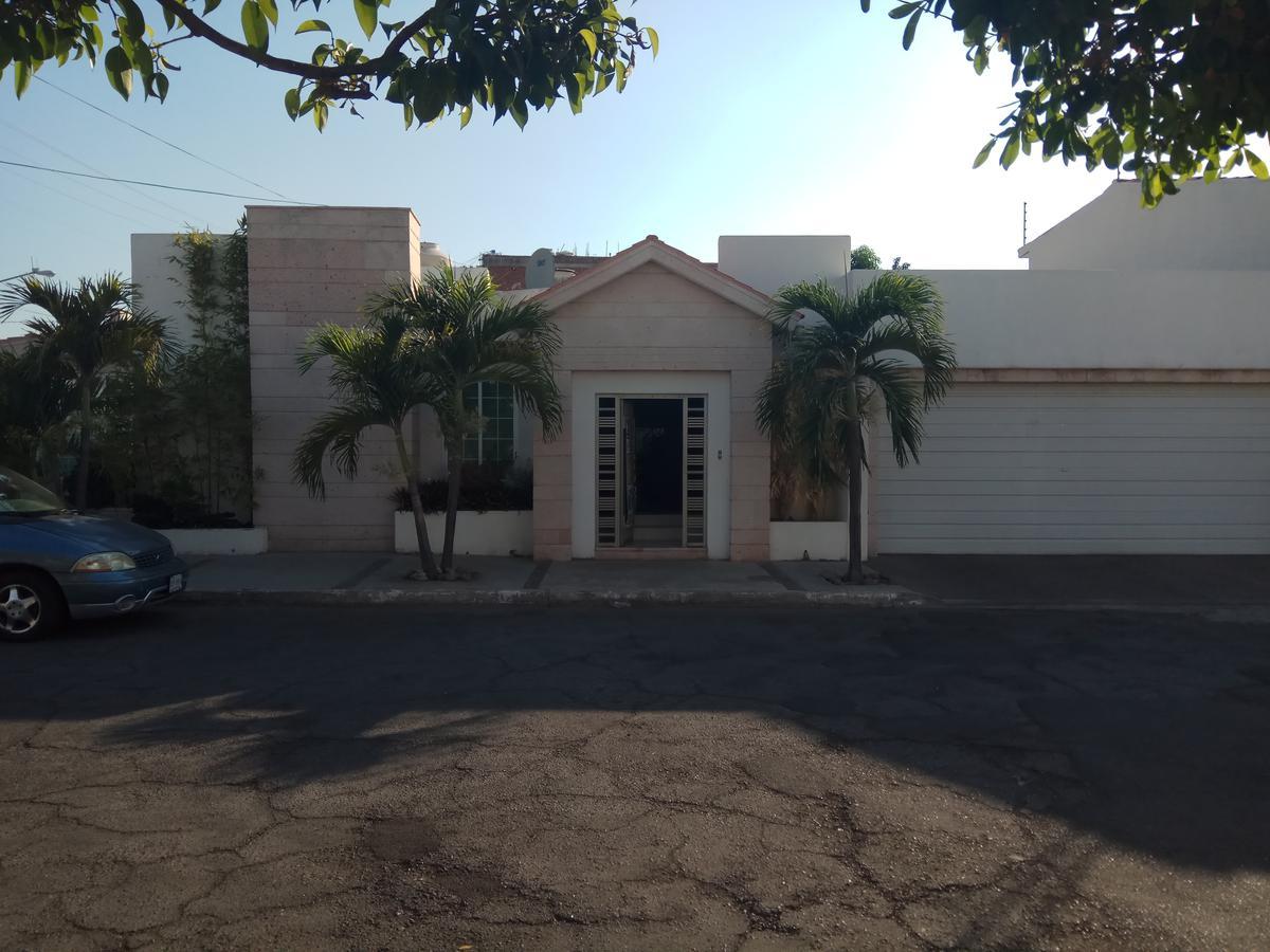Foto Casa en Venta en  Culiacán ,  Sinaloa  CASA EN VENTA EN COLONIA LAS QUINTAS CALLE AV GUADALAJARA al 1100
