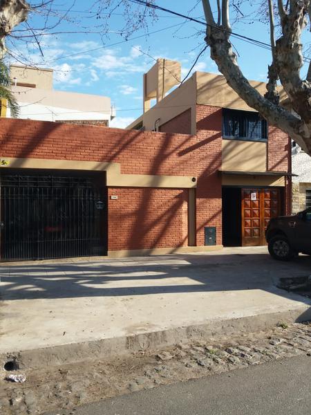 Foto Casa en Venta en  Lomas de Zamora Oeste,  Lomas De Zamora  PEREYRA LUCENA 786