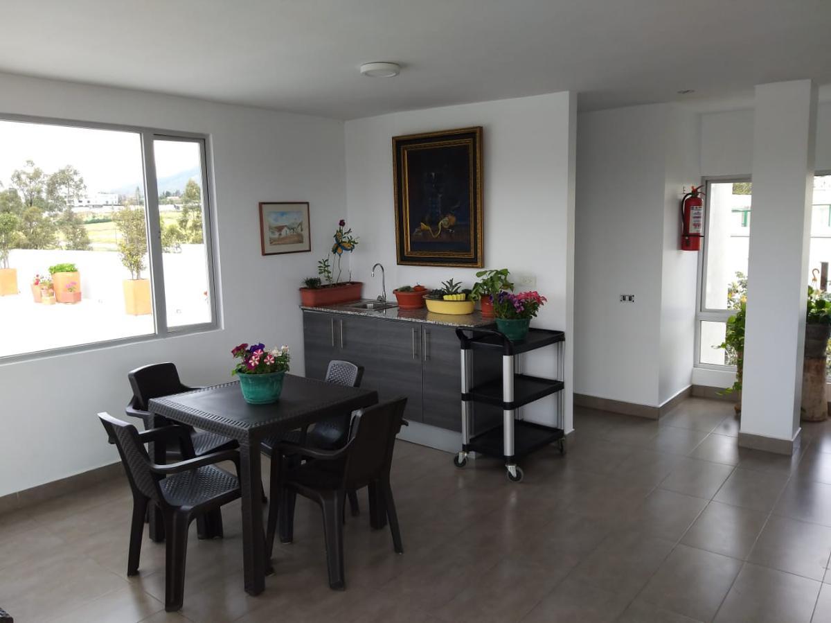 Foto Departamento en Alquiler en  Cumbayá,  Quito  Urbanización La Catolica Cumbaya