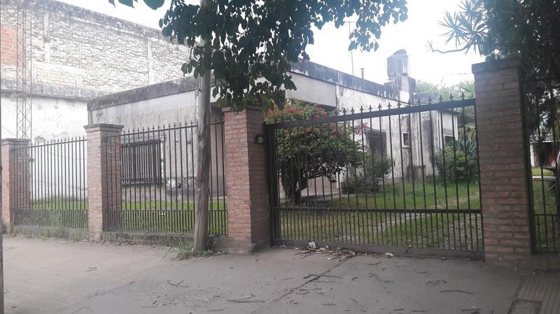 Foto Casa en Alquiler en  Av. Aconquija,  Yerba Buena  Av. Aconquija al 2000