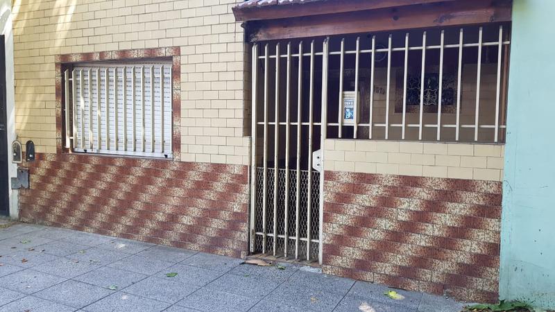 Foto Casa en Venta en  Mataderos ,  Capital Federal  San Pedro al 5500, mataderos, casa de 3 ambientes, zona EII, con patio y terraza.