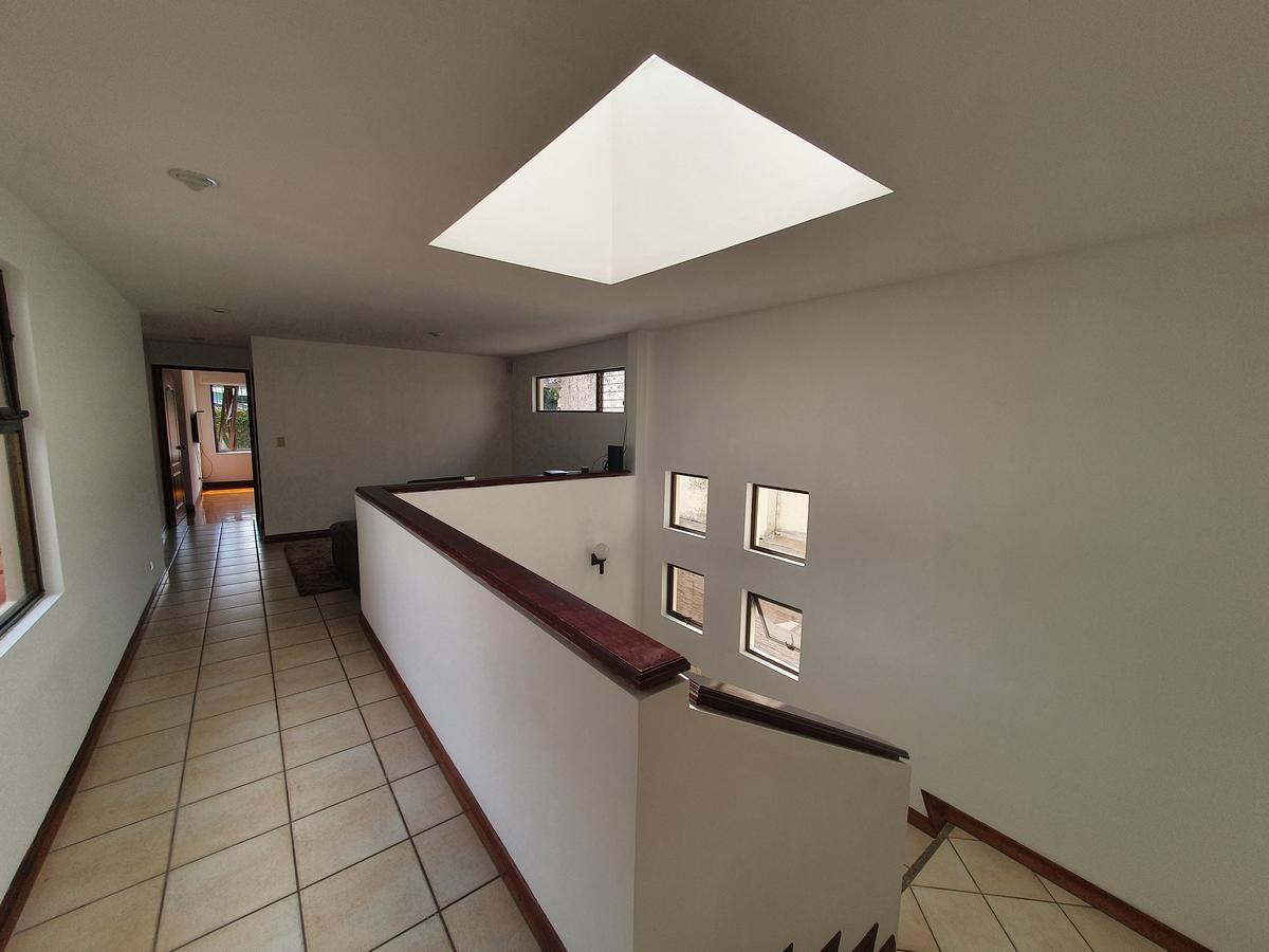 Foto Casa en Venta en  San Rafael,  Escazu  Laureles / Amplios espacios / Jardín integrado