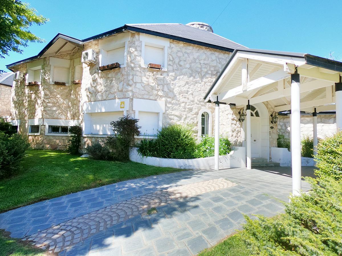 Foto Casa en Venta en  General Pico,  Maraco  Calle 109 esq. 16