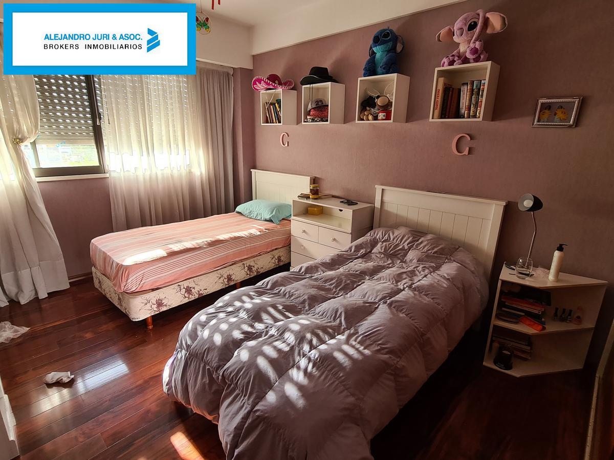 Foto Departamento en Venta en  Centro,  Rosario  Departamento de Categoría sobre Bvrd. Oroño Con Cochera