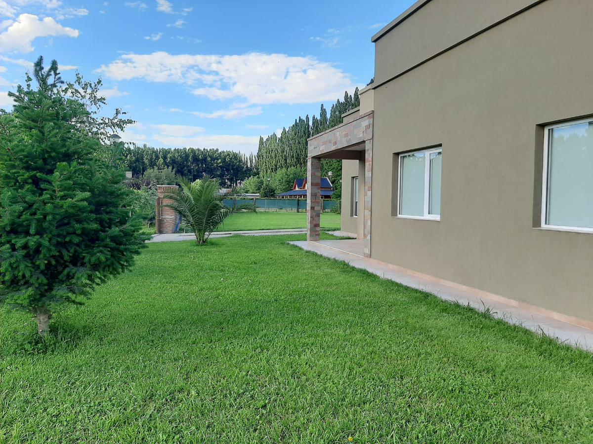 Foto Casa en Venta en  Plottier,  Confluencia  Plottier, Neuquén B° Parque Rincón de María