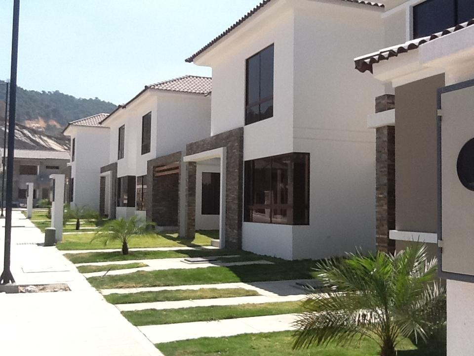 Foto Casa en Venta en  Norte de Guayaquil,  Guayaquil  Vía Costa km 14, Urb. Punta Esmeralda (a lado de Terranostra)