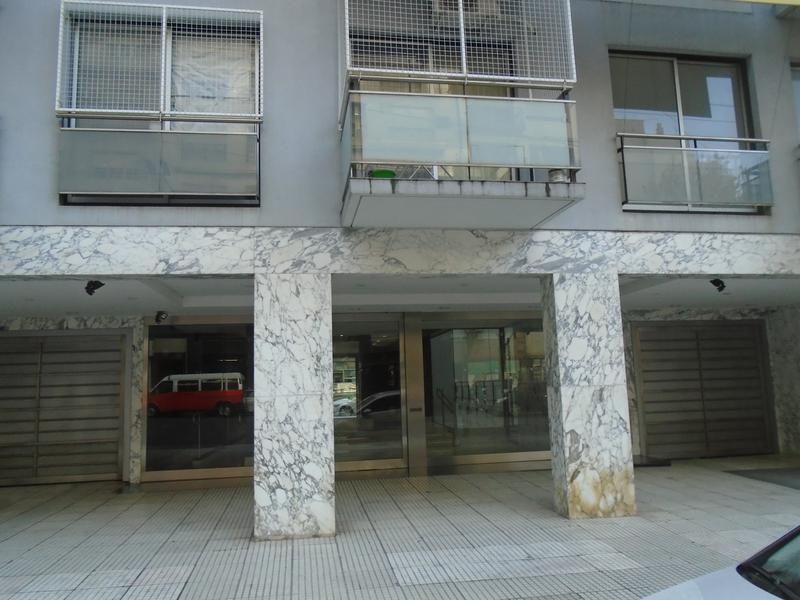 Foto Departamento en Venta en  Monserrat,  Centro  Belgrano al 1200
