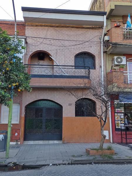 Foto Casa en Venta en  Capital ,  Tucumán  Entre Ríos al 700
