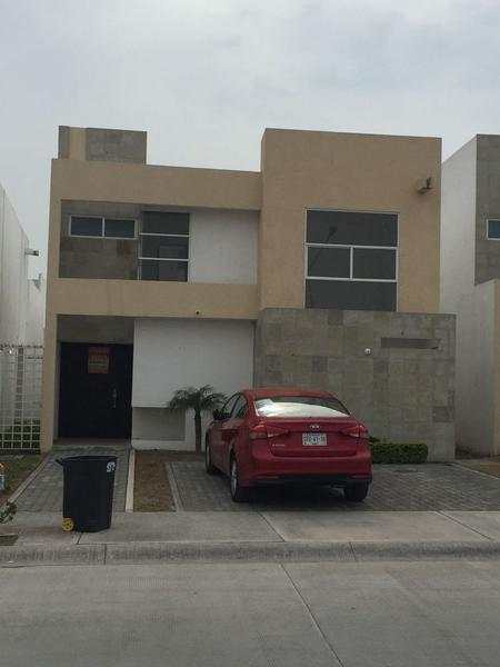 Foto Casa en Venta en  Apodaca ,  Nuevo León  CASA VENTA EN CRYSTAL LAGOONS APODACA NUEVO LEÓN