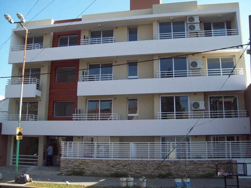 Foto Departamento en Alquiler en  Lomas de Zamora Oeste,  Lomas De Zamora  MANUEL CASTRO 444- 1ro. E, e/P. Lucena y Rivera