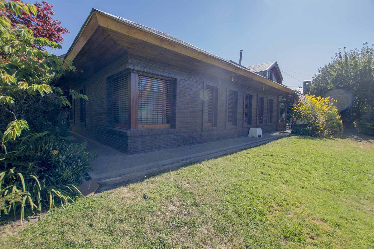 Foto Casa en Venta en  Melipal,  San Carlos De Bariloche  Los Alerces al 200