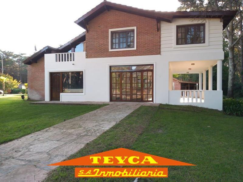 Foto Casa en Alquiler temporario en  Pinamar ,  Costa Atlantica  DE LOS LANGOSTINOS 1316