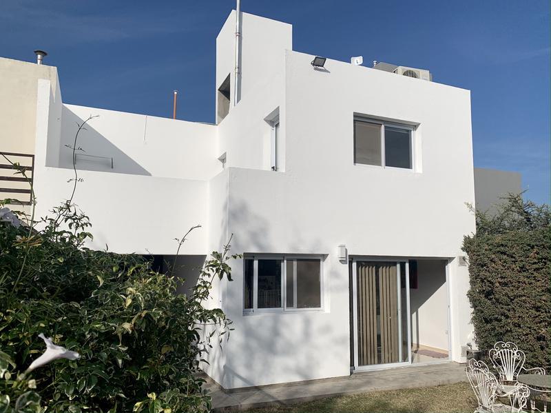 Foto Casa en Venta en  Villa Allende,  Colon  Dúplex de 2 dormitorios en venta en La Catalina. Con pileta.