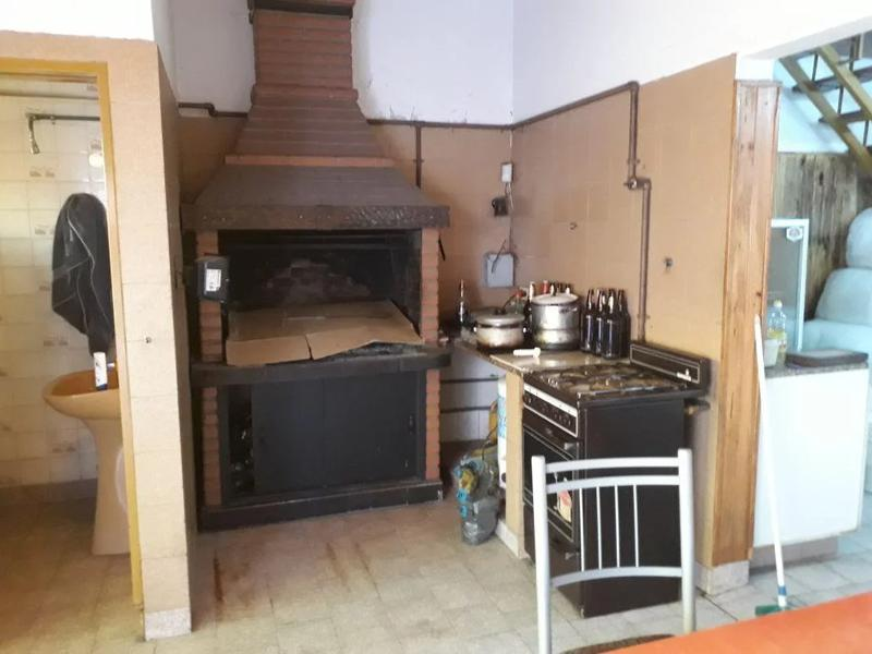 Foto Casa en Venta   Alquiler en  Valentin Alsina,  Lanus  Dr. Crotti al 800