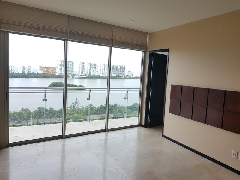 Foto Departamento en Venta en  Zona Hotelera,  Cancún  DEPARTAMENTO VENTA LAS OLAS CANCUN