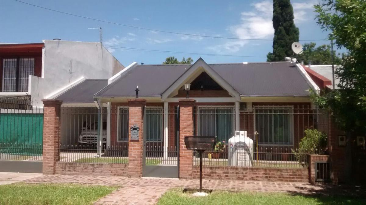 Foto Casa en Venta en  Monte Grande,  Esteban Echeverria  PARANA 16 MONTE GRANDE