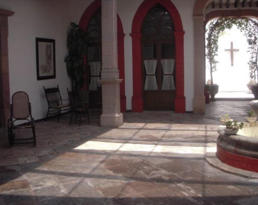Foto Casa en Venta en  Centro,  Querétaro  CASA HISTORICA EN VENTA CON EL USO DE SUELO COMERCIAL EN EL CENTRO DE QRO. MEX.
