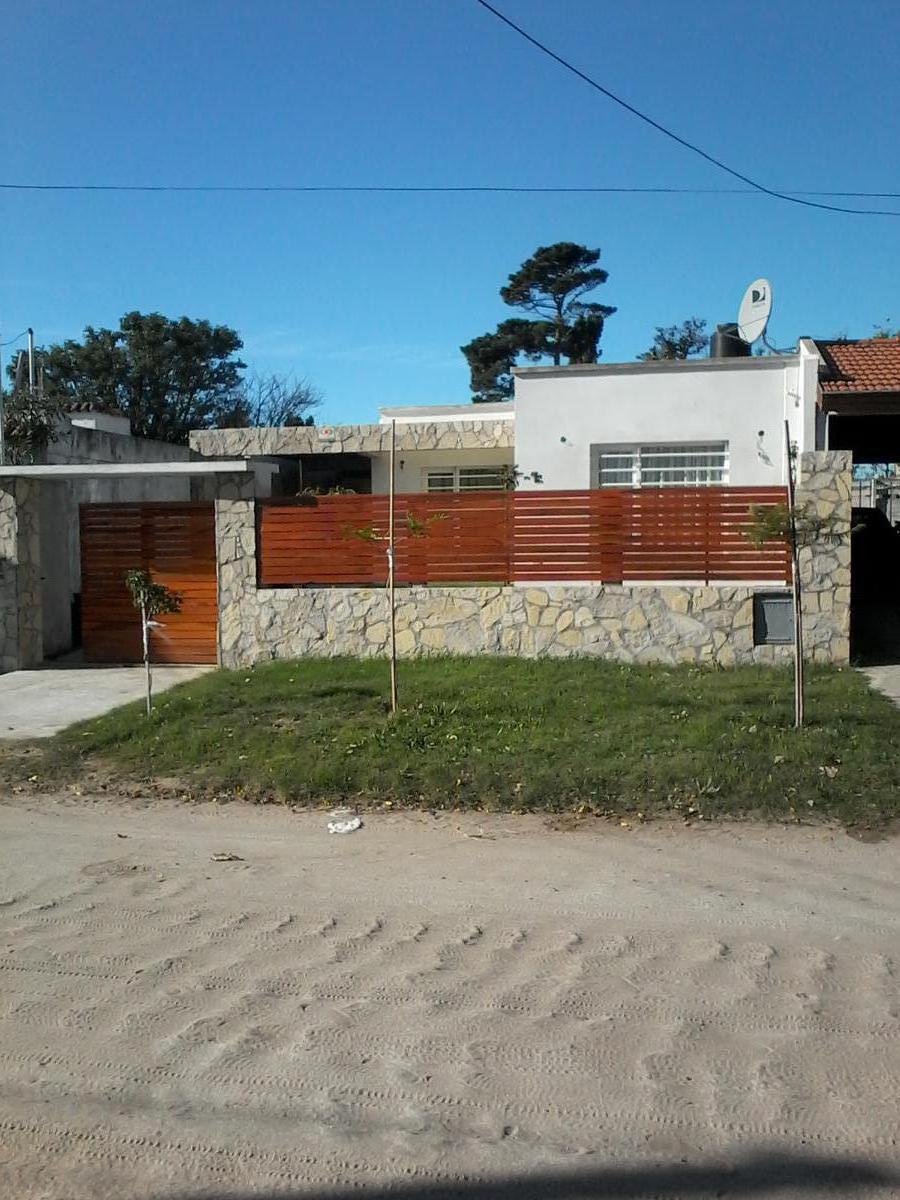 Foto Casa en Venta en  San Clemente Del Tuyu ,  Costa Atlantica  CALLE 8  al 2536