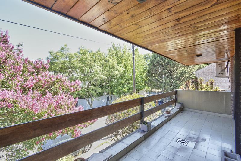 Foto Casa en Venta en  Acassuso,  San Isidro  guido spano 75