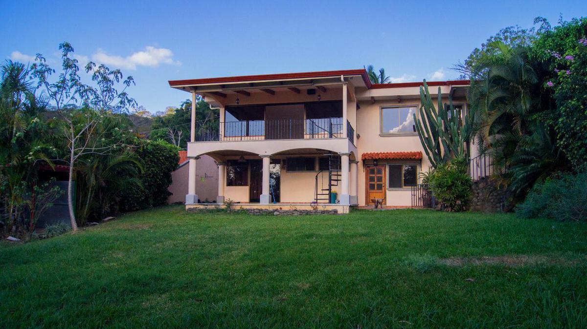 Foto Casa en Venta en  Escazu,  Escazu  Escazú/ Casa independiente + 2 apartamentos / Terreno 1197m2 / Vista