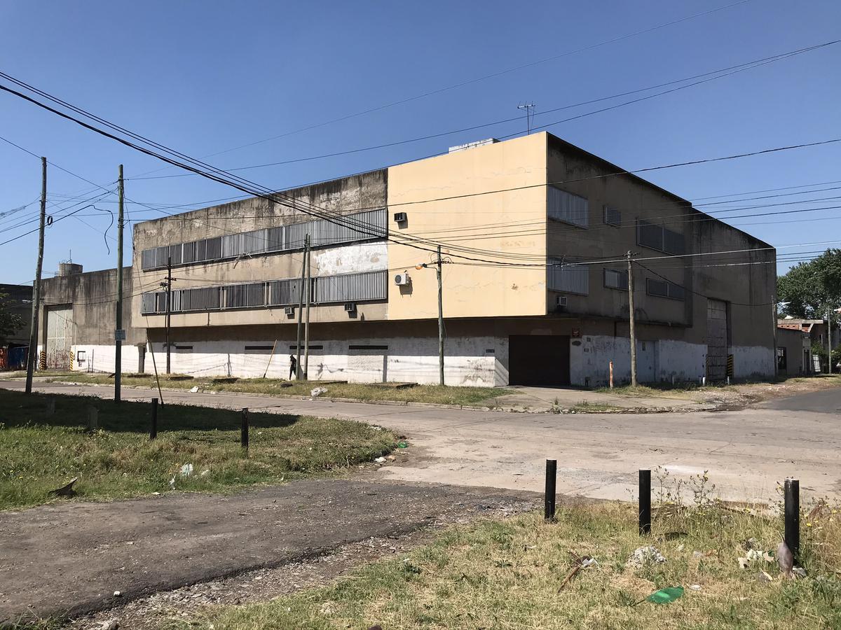 Foto Galpón en Venta | Alquiler en  Bernal Oeste,  Quilmes  Boedo 602 esquina José Luis Cabezas (ex 162)