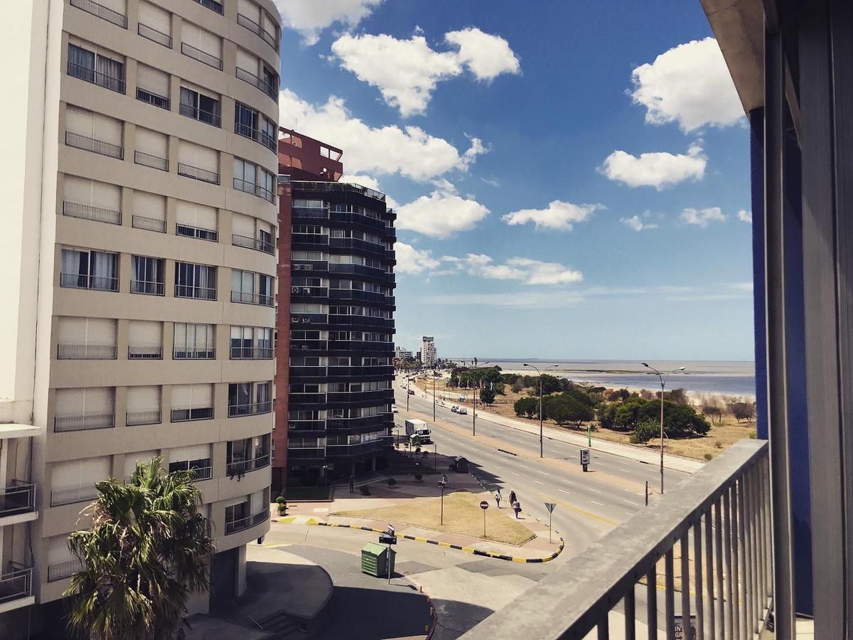 Foto Apartamento en Alquiler | Venta en  Malvín ,  Montevideo  Muy luminoso, ambientes amplios.