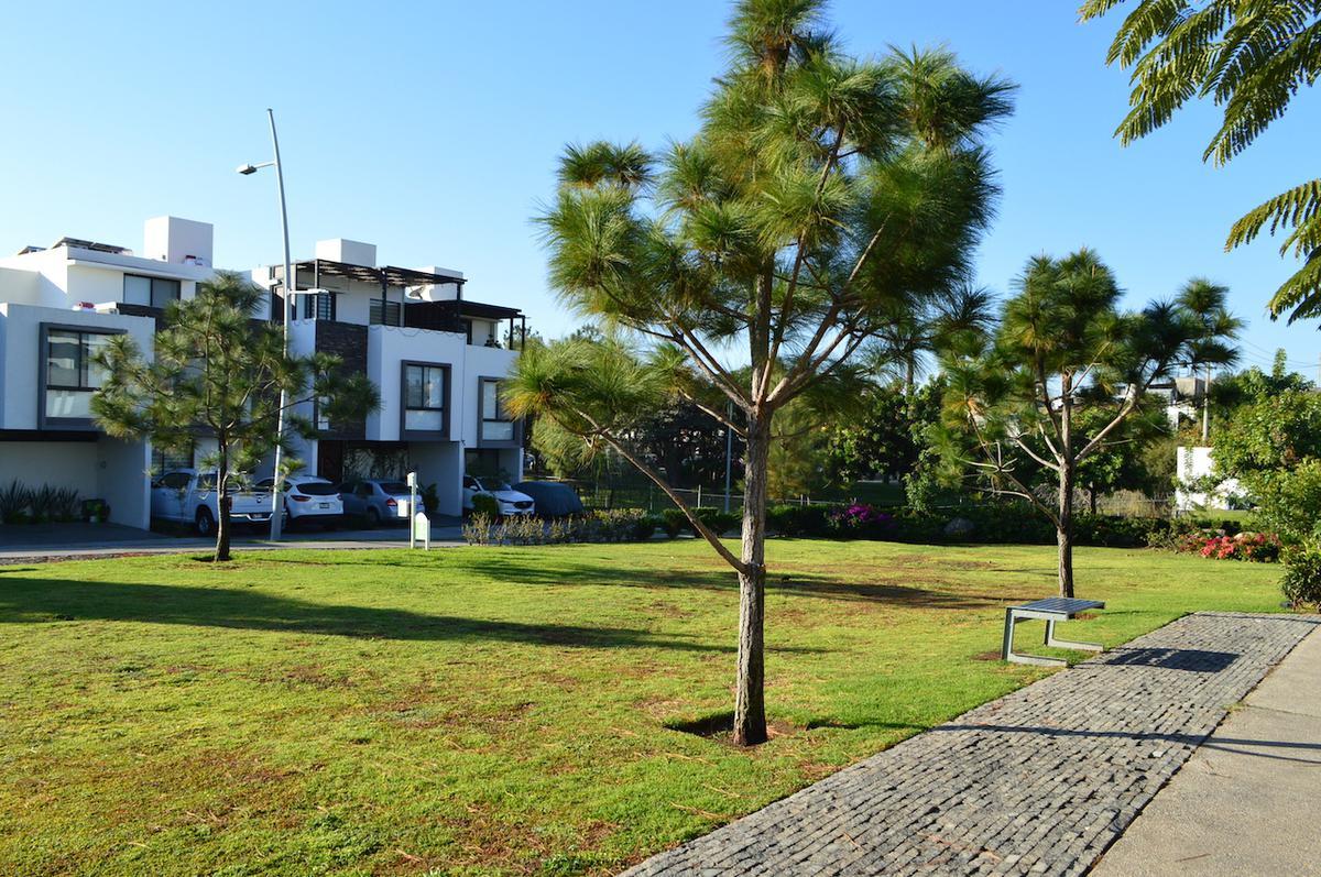 Foto Casa en Venta en  El Centinela,  Zapopan  Av Paseo de las Aves 2442 9 ZOI Cañadas