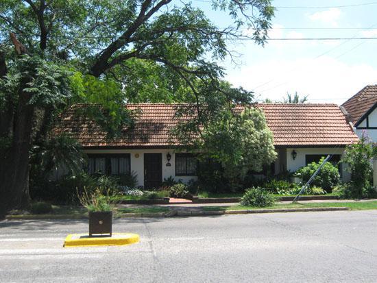Foto Casa en Venta en  Adrogue,  Almirante Brown  AMENEDO nº 1195, esquina Estrada