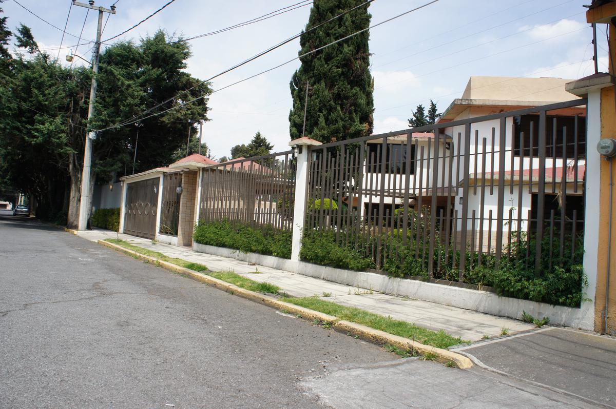 Foto Casa en condominio en Venta en  La Virgen,  Metepec  Pirules, Fraccionamiento la Virgen, Metepec, Estado de Mexico