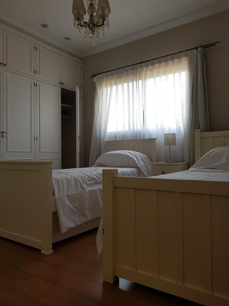 Foto Casa en Venta en  Saint Matthew's,  Countries/B.Cerrado (Pilar)  Pilar casa en  barrio Saint Mathews con cuatro dormitorios, cine  y piscina