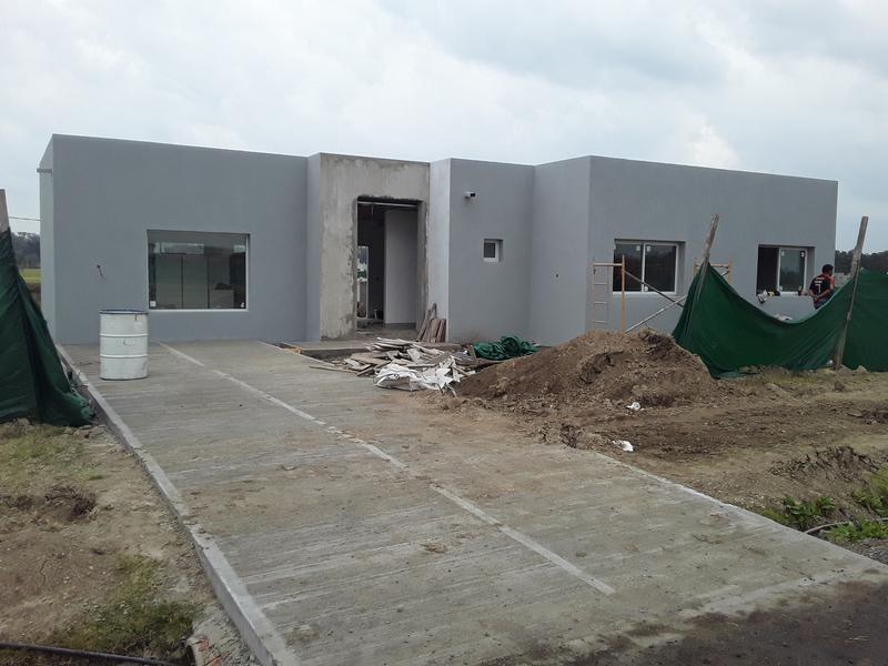 Foto Casa en Venta en  Barrio Privado El Ensueño,  Escobar  Nueva casa a estrenar sobre lote a la laguna!!