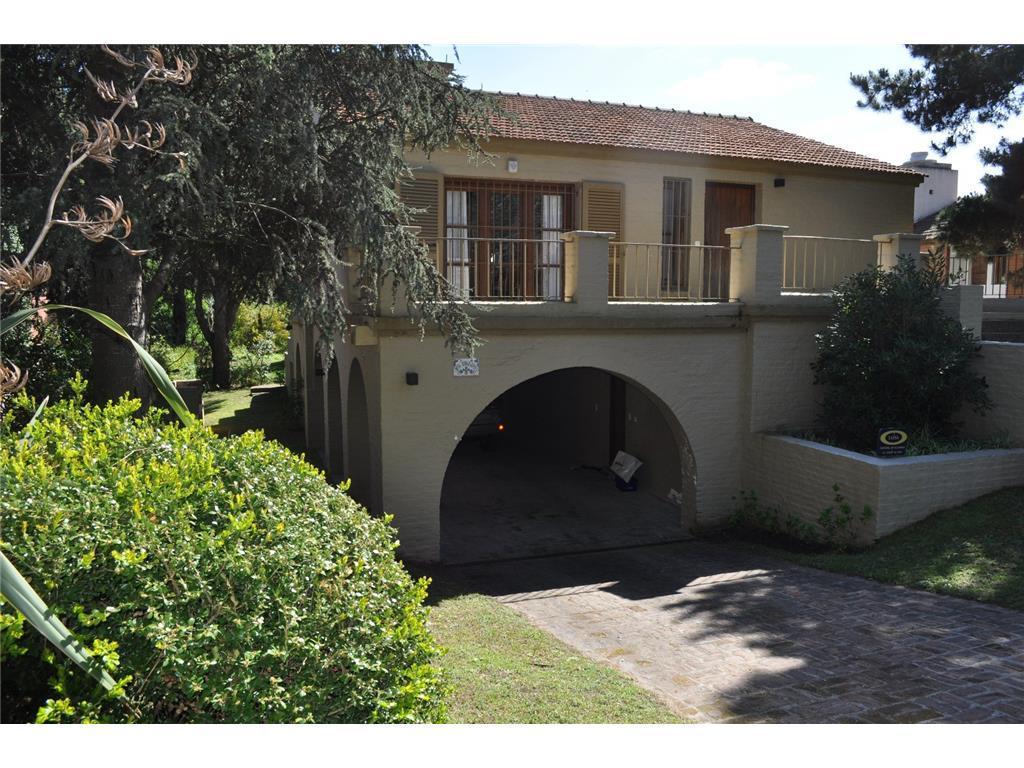 Foto Casa en Venta en  Pinamar ,  Costa Atlantica  Del Centauro entre Mojarrita y Langostino