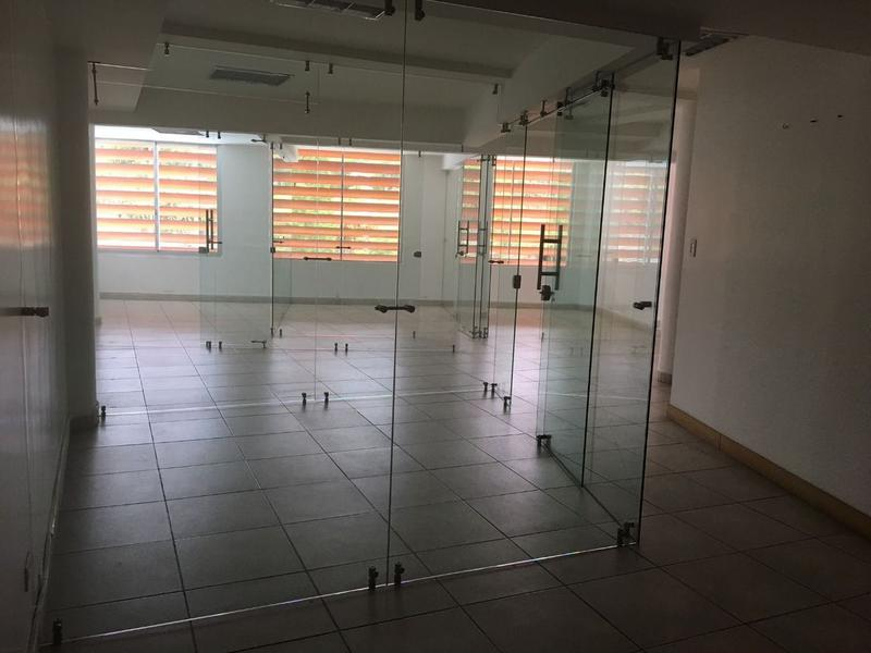 Foto Oficina en Alquiler en  Quito ,  Pichincha  CUMBAYA RENTA O VENTA OFICINA CENTRO EJECUTIVO