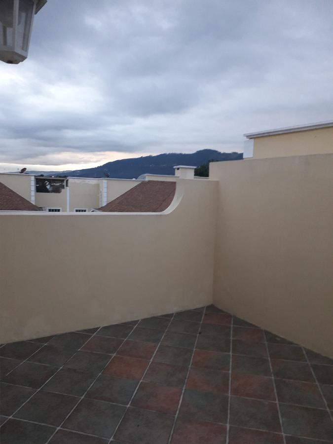 Foto Casa en Venta en  Cumbayá,  Quito  LInda casa Venta via colegio Menor